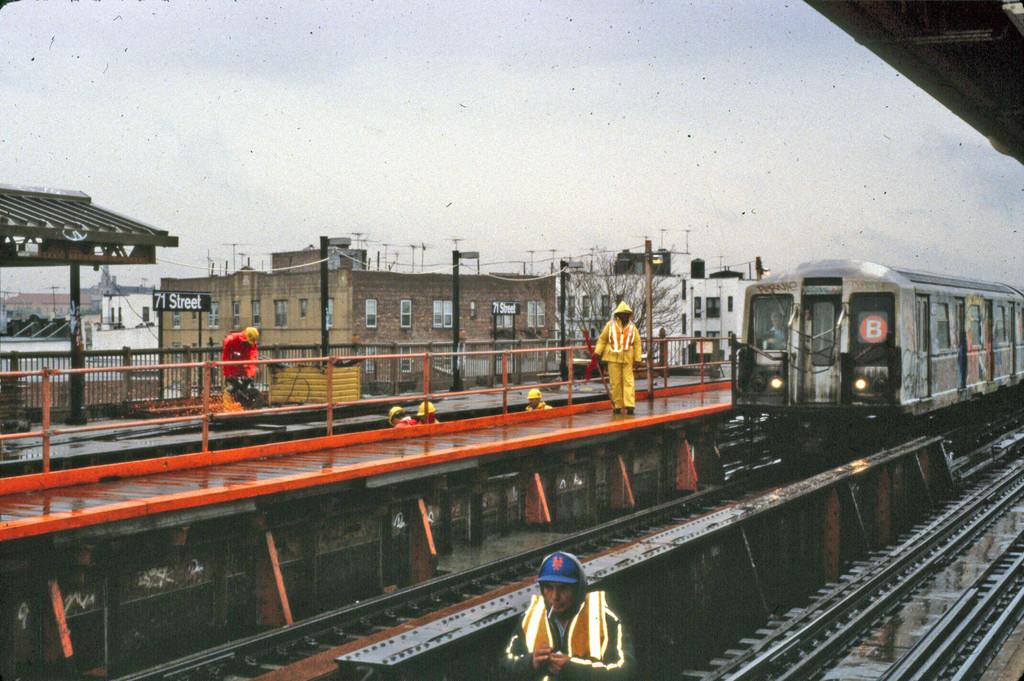 (290k, 1024x681)<br><b>Country:</b> United States<br><b>City:</b> New York<br><b>System:</b> New York City Transit<br><b>Line:</b> BMT West End Line<br><b>Location:</b> 71st Street <br><b>Route:</b> B<br><b>Car:</b> R-40 (St. Louis, 1968)   <br><b>Collection of:</b> Collection of nycsubway.org <br><b>Notes:</b> 1980s<br><b>Viewed (this week/total):</b> 14 / 2164