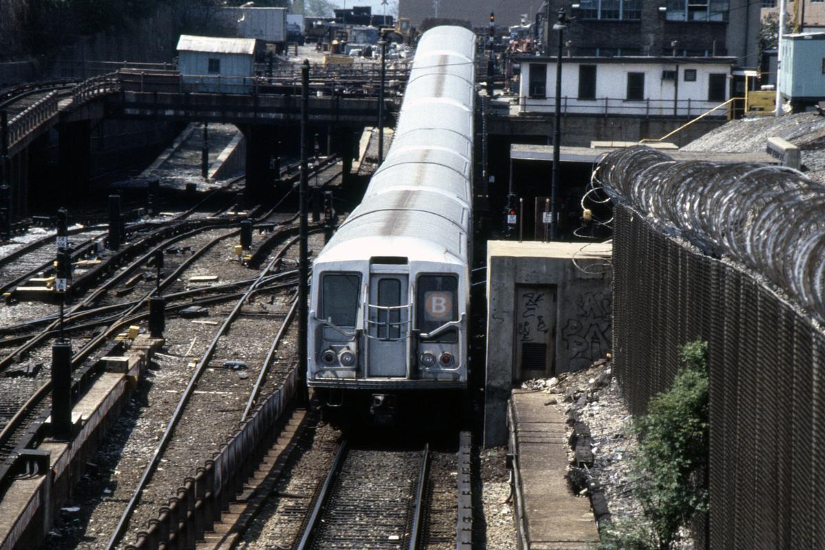 (542k, 1024x683)<br><b>Country:</b> United States<br><b>City:</b> New York<br><b>System:</b> New York City Transit<br><b>Line:</b> BMT West End Line<br><b>Location:</b> 9th Avenue <br><b>Route:</b> B<br><b>Car:</b> R-40 (St. Louis, 1968)   <br><b>Collection of:</b> Collection of nycsubway.org <br><b>Notes:</b> 1980s<br><b>Viewed (this week/total):</b> 2 / 3008