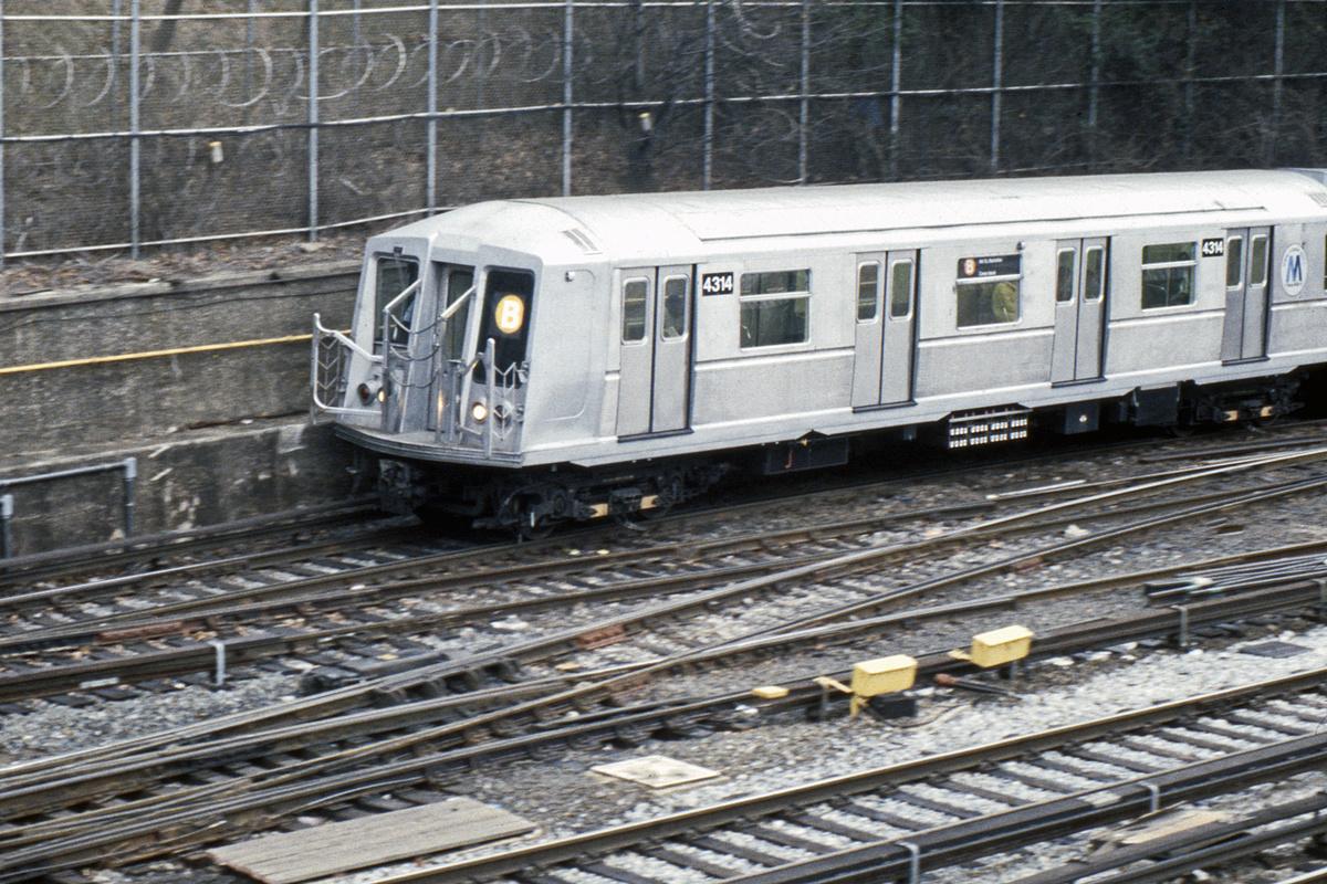 (494k, 1024x683)<br><b>Country:</b> United States<br><b>City:</b> New York<br><b>System:</b> New York City Transit<br><b>Line:</b> BMT West End Line<br><b>Location:</b> 9th Avenue <br><b>Route:</b> B<br><b>Car:</b> R-40 (St. Louis, 1968)  4314 <br><b>Collection of:</b> Collection of nycsubway.org <br><b>Notes:</b> 1980s<br><b>Viewed (this week/total):</b> 0 / 2631