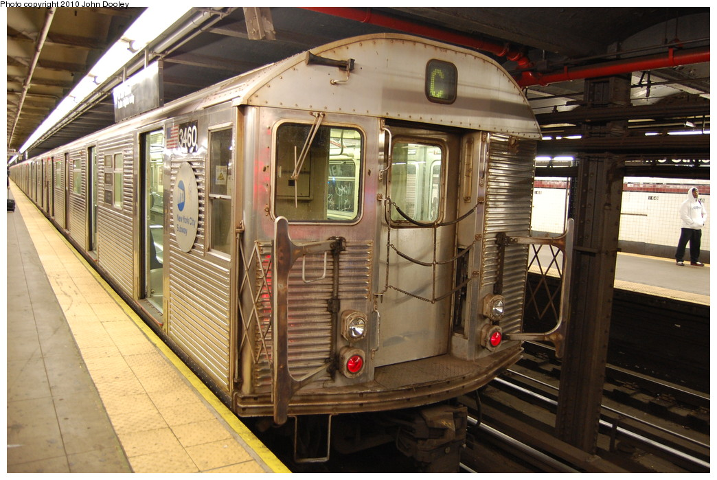 (289k, 1044x699)<br><b>Country:</b> United States<br><b>City:</b> New York<br><b>System:</b> New York City Transit<br><b>Line:</b> IND 8th Avenue Line<br><b>Location:</b> 168th Street <br><b>Route:</b> C<br><b>Car:</b> R-32 (Budd, 1964)  3460 <br><b>Photo by:</b> John Dooley<br><b>Date:</b> 12/3/2010<br><b>Viewed (this week/total):</b> 0 / 1060