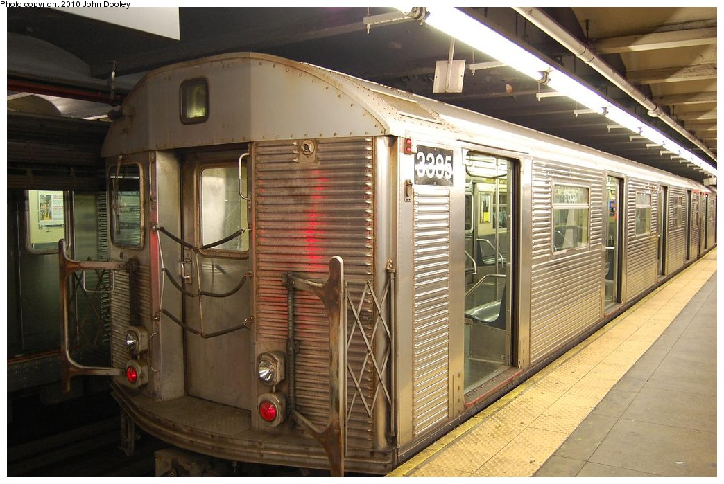 (237k, 1044x699)<br><b>Country:</b> United States<br><b>City:</b> New York<br><b>System:</b> New York City Transit<br><b>Line:</b> IND 8th Avenue Line<br><b>Location:</b> 168th Street <br><b>Route:</b> C<br><b>Car:</b> R-32 (Budd, 1964)  3385 <br><b>Photo by:</b> John Dooley<br><b>Date:</b> 12/3/2010<br><b>Viewed (this week/total):</b> 7 / 1188