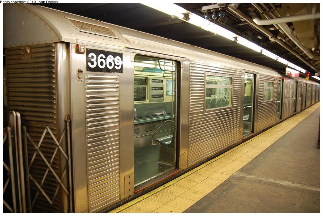 (249k, 1044x699)<br><b>Country:</b> United States<br><b>City:</b> New York<br><b>System:</b> New York City Transit<br><b>Line:</b> IND 8th Avenue Line<br><b>Location:</b> 168th Street <br><b>Route:</b> C<br><b>Car:</b> R-32 (Budd, 1964)  3669 <br><b>Photo by:</b> John Dooley<br><b>Date:</b> 12/3/2010<br><b>Viewed (this week/total):</b> 0 / 886