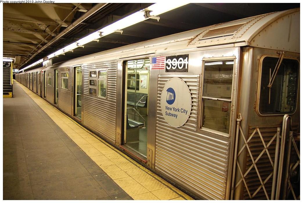 (271k, 1044x699)<br><b>Country:</b> United States<br><b>City:</b> New York<br><b>System:</b> New York City Transit<br><b>Line:</b> IND 8th Avenue Line<br><b>Location:</b> 168th Street <br><b>Route:</b> C<br><b>Car:</b> R-32 (Budd, 1964)  3901 <br><b>Photo by:</b> John Dooley<br><b>Date:</b> 12/3/2010<br><b>Viewed (this week/total):</b> 0 / 1233