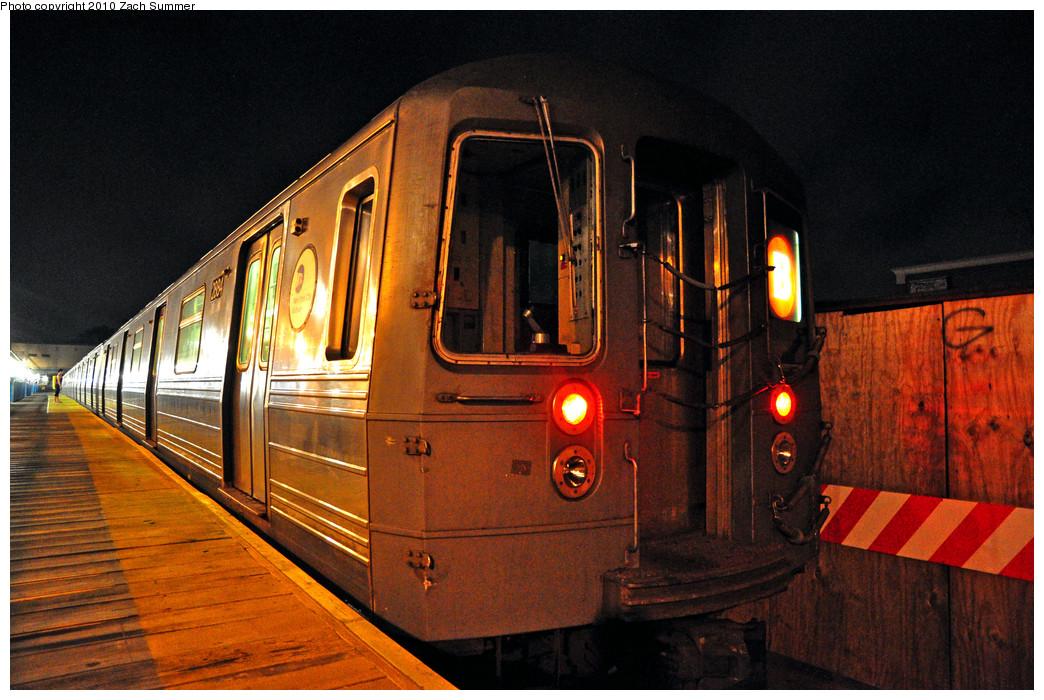 (308k, 1044x700)<br><b>Country:</b> United States<br><b>City:</b> New York<br><b>System:</b> New York City Transit<br><b>Line:</b> BMT Brighton Line<br><b>Location:</b> Kings Highway <br><b>Route:</b> B<br><b>Car:</b> R-68 (Westinghouse-Amrail, 1986-1988)  2884 <br><b>Photo by:</b> Zach Summer<br><b>Date:</b> 7/8/2010<br><b>Viewed (this week/total):</b> 1 / 787