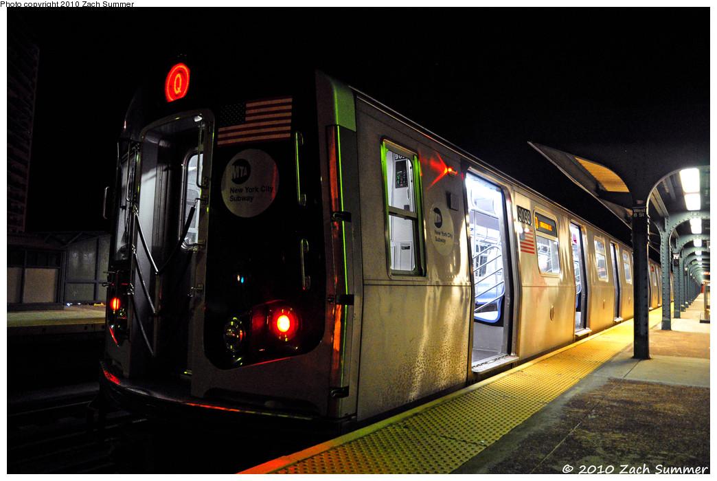 (242k, 1044x700)<br><b>Country:</b> United States<br><b>City:</b> New York<br><b>System:</b> New York City Transit<br><b>Line:</b> BMT Brighton Line<br><b>Location:</b> West 8th Street <br><b>Route:</b> Q<br><b>Car:</b> R-160B (Option 1) (Kawasaki, 2008-2009)  9098 <br><b>Photo by:</b> Zach Summer<br><b>Date:</b> 7/9/2010<br><b>Viewed (this week/total):</b> 4 / 1069