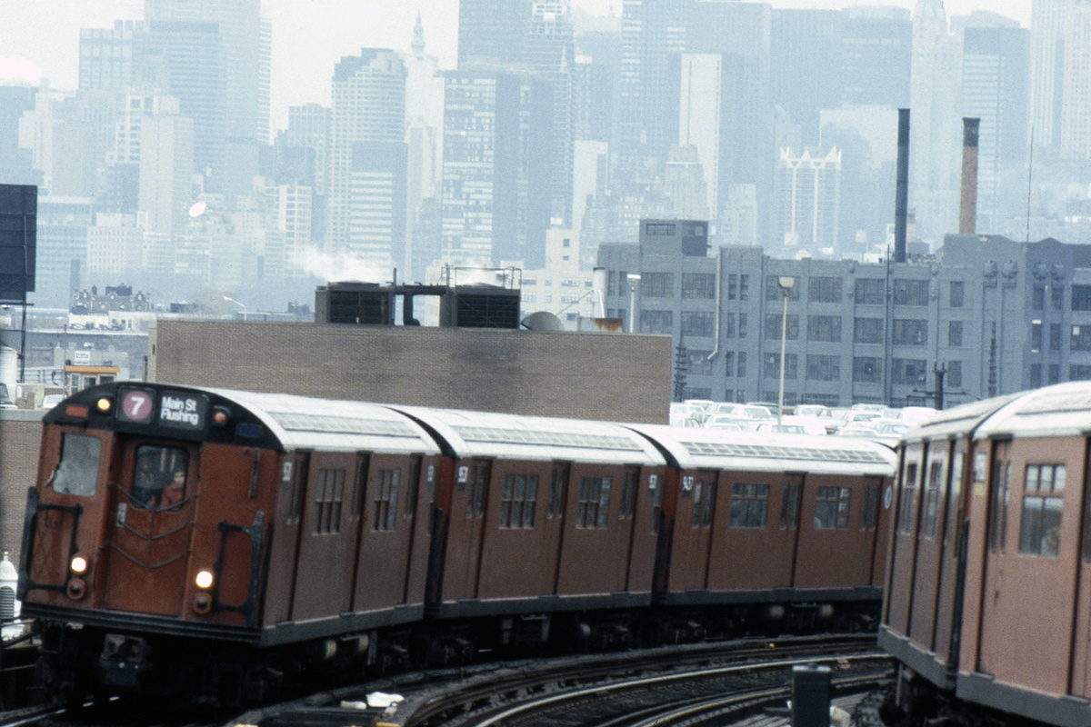 (552k, 1024x683)<br><b>Country:</b> United States<br><b>City:</b> New York<br><b>System:</b> New York City Transit<br><b>Line:</b> IRT Flushing Line<br><b>Location:</b> 33rd Street/Rawson Street <br><b>Route:</b> 7<br><b>Car:</b> R-36 Main Line (St. Louis, 1964) 9530-9531 <br><b>Collection of:</b> Collection of nycsubway.org <br><b>Notes:</b> Circa 1986<br><b>Viewed (this week/total):</b> 1 / 3328