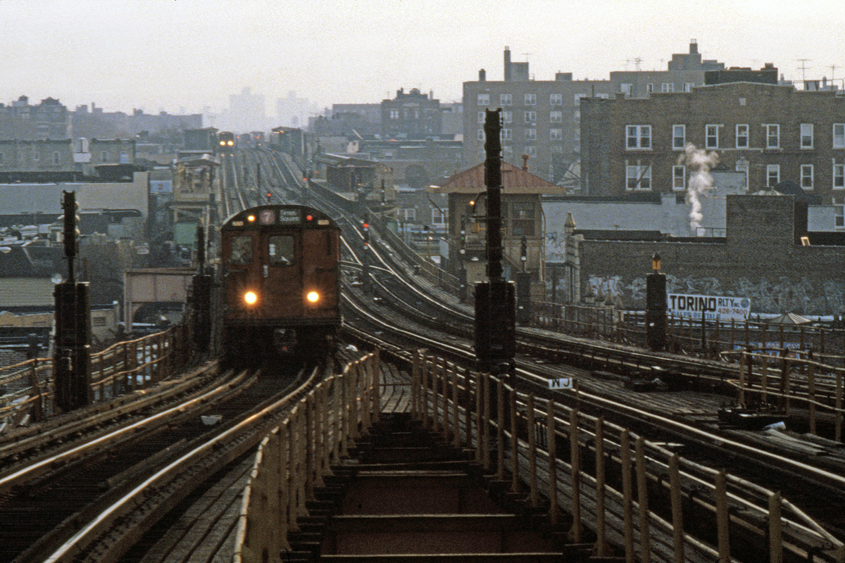 (282k, 1024x690)<br><b>Country:</b> United States<br><b>City:</b> New York<br><b>System:</b> New York City Transit<br><b>Line:</b> IRT Flushing Line<br><b>Location:</b> 61st Street/Woodside <br><b>Route:</b> 7<br><b>Car:</b> R-36 World's Fair (St. Louis, 1963-64)  <br><b>Collection of:</b> Collection of nycsubway.org <br><b>Notes:</b> 1980s.<br><b>Viewed (this week/total):</b> 2 / 2784