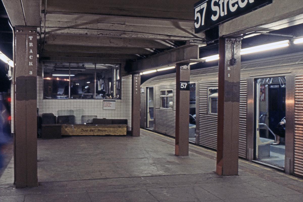 (319k, 1024x683)<br><b>Country:</b> United States<br><b>City:</b> New York<br><b>System:</b> New York City Transit<br><b>Line:</b> BMT Broadway Line<br><b>Location:</b> 57th Street <br><b>Car:</b> R-32 (Budd, 1964)  3862 <br><b>Collection of:</b> Collection of nycsubway.org <br><b>Notes:</b> 1980s<br><b>Viewed (this week/total):</b> 0 / 2605