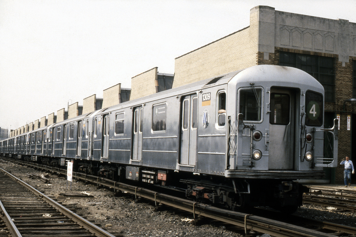 (263k, 1024x691)<br><b>Country:</b> United States<br><b>City:</b> New York<br><b>System:</b> New York City Transit<br><b>Location:</b> Concourse Yard<br><b>Car:</b> R-62 (Kawasaki, 1983-1985)  1309 <br><b>Collection of:</b> Collection of nycsubway.org <br><b>Notes:</b> 1980s<br><b>Viewed (this week/total):</b> 1 / 2095