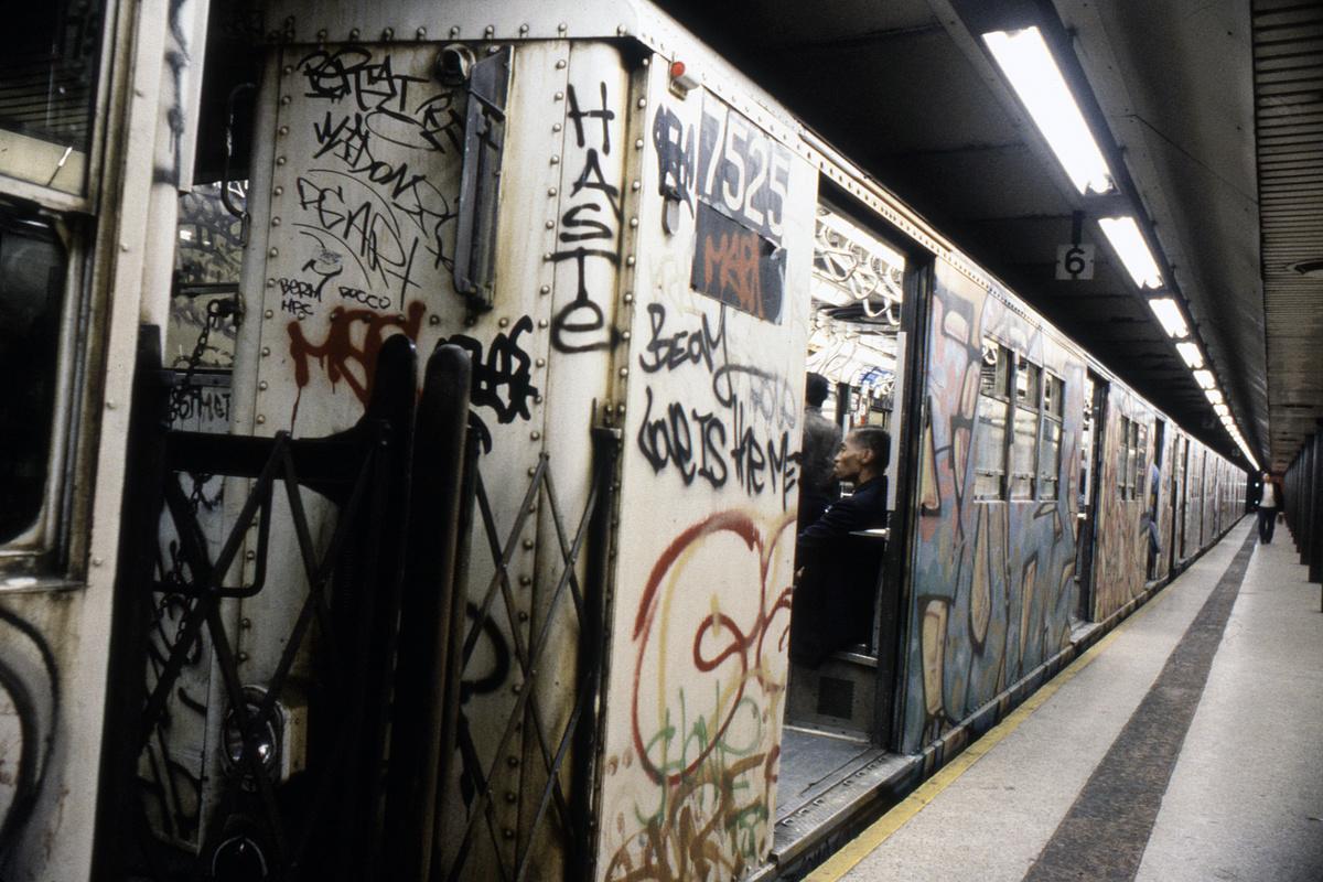 (281k, 1024x685)<br><b>Country:</b> United States<br><b>City:</b> New York<br><b>System:</b> New York City Transit<br><b>Line:</b> IRT East Side Line<br><b>Location:</b> Bowling Green <br><b>Car:</b> R-22 (St. Louis, 1957-58) 7525 <br><b>Collection of:</b> Collection of nycsubway.org <br><b>Notes:</b> 1980s<br><b>Viewed (this week/total):</b> 18 / 14616
