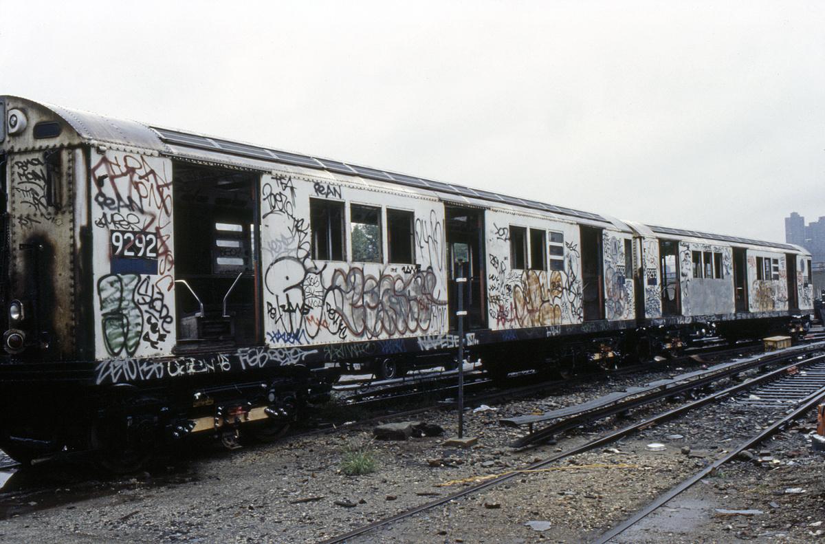 (278k, 1024x690)<br><b>Country:</b> United States<br><b>City:</b> New York<br><b>System:</b> New York City Transit<br><b>Location:</b> 207th Street Yard<br><b>Car:</b> R-33 Main Line (St. Louis, 1962-63) 9292 <br><b>Collection of:</b> Collection of nycsubway.org <br><b>Notes:</b> 1980s<br><b>Viewed (this week/total):</b> 2 / 2490