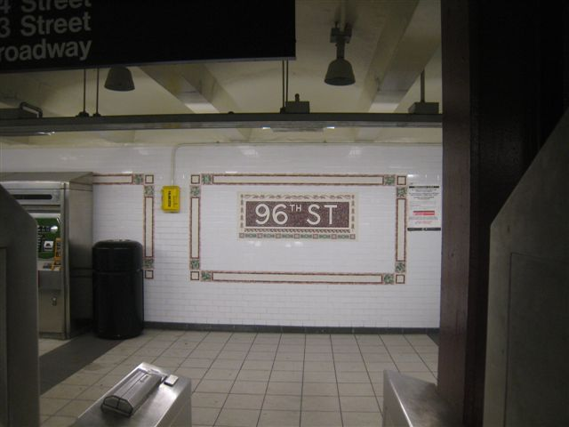 (38k, 640x480)<br><b>Country:</b> United States<br><b>City:</b> New York<br><b>System:</b> New York City Transit<br><b>Line:</b> IRT West Side Line<br><b>Location:</b> 96th Street <br><b>Photo by:</b> David Blair<br><b>Date:</b> 11/6/2010<br><b>Notes:</b> 94th St entrance.<br><b>Viewed (this week/total):</b> 0 / 814