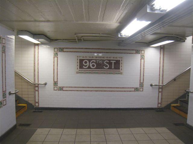 (41k, 640x480)<br><b>Country:</b> United States<br><b>City:</b> New York<br><b>System:</b> New York City Transit<br><b>Line:</b> IRT West Side Line<br><b>Location:</b> 96th Street <br><b>Photo by:</b> David Blair<br><b>Date:</b> 11/6/2010<br><b>Notes:</b> 94th St entrance.<br><b>Viewed (this week/total):</b> 2 / 1160