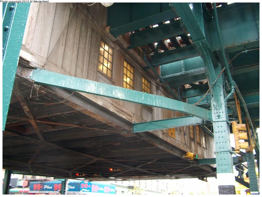 (198k, 1044x788)<br><b>Country:</b> United States<br><b>City:</b> New York<br><b>System:</b> New York City Transit<br><b>Line:</b> IRT Pelham Line<br><b>Location:</b> Elder Avenue <br><b>Photo by:</b> Al Westerfield<br><b>Date:</b> 2010<br><b>Notes:</b> Mezzanine viewed from street.<br><b>Viewed (this week/total):</b> 0 / 658