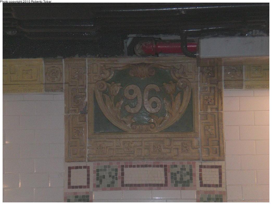 (212k, 1044x788)<br><b>Country:</b> United States<br><b>City:</b> New York<br><b>System:</b> New York City Transit<br><b>Line:</b> IRT West Side Line<br><b>Location:</b> 96th Street <br><b>Photo by:</b> Roberto C. Tobar<br><b>Date:</b> 11/27/2010<br><b>Notes:</b> Restored number tablet.<br><b>Viewed (this week/total):</b> 0 / 772