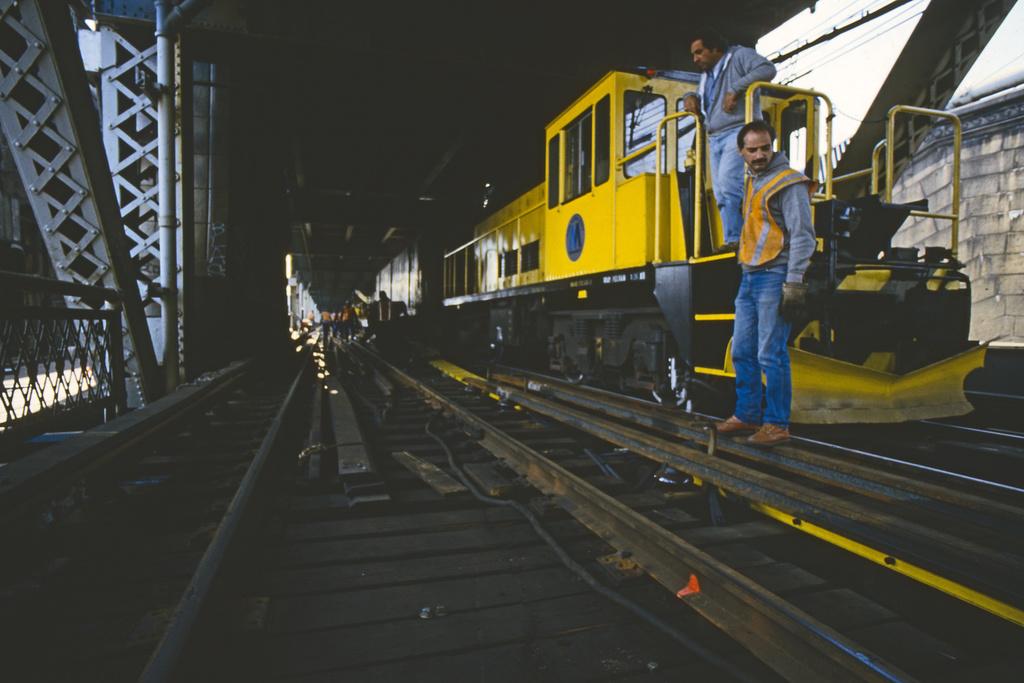 (223k, 1024x683)<br><b>Country:</b> United States<br><b>City:</b> New York<br><b>System:</b> New York City Transit<br><b>Location:</b> Manhattan Bridge<br><b>Car:</b> R-52 Locomotive  74 <br><b>Collection of:</b> Collection of nycsubway.org <br><b>Notes:</b> Track replacement project.<br><b>Viewed (this week/total):</b> 3 / 1477