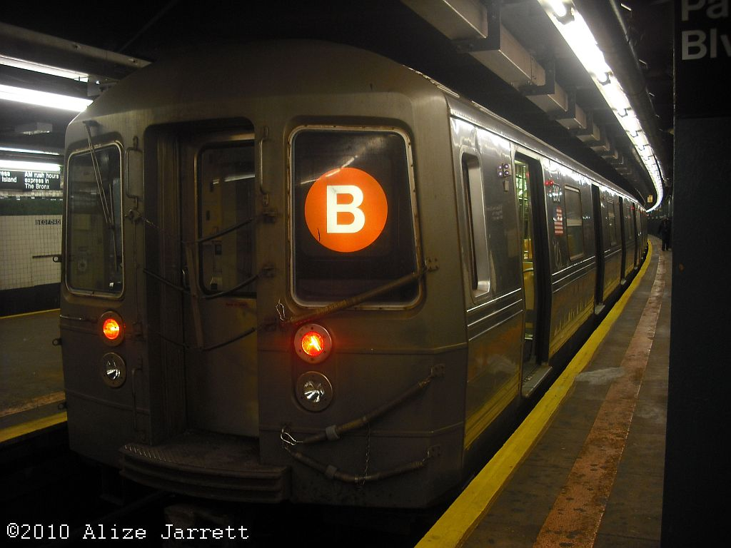 (101k, 1024x768)<br><b>Country:</b> United States<br><b>City:</b> New York<br><b>System:</b> New York City Transit<br><b>Line:</b> IND Concourse Line<br><b>Location:</b> Bedford Park Boulevard <br><b>Route:</b> B<br><b>Car:</b> R-68A (Kawasaki, 1988-1989)   <br><b>Photo by:</b> Alize Jarrett<br><b>Date:</b> 11/9/2010<br><b>Viewed (this week/total):</b> 0 / 1684
