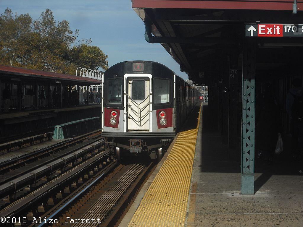 (140k, 1024x768)<br><b>Country:</b> United States<br><b>City:</b> New York<br><b>System:</b> New York City Transit<br><b>Line:</b> IRT Woodlawn Line<br><b>Location:</b> 170th Street <br><b>Route:</b> 4<br><b>Car:</b> R-142A (Option Order, Kawasaki, 2002-2003)  7725 <br><b>Photo by:</b> Alize Jarrett<br><b>Date:</b> 10/10/2010<br><b>Viewed (this week/total):</b> 0 / 851