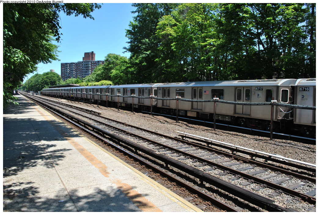 (409k, 1044x705)<br><b>Country:</b> United States<br><b>City:</b> New York<br><b>System:</b> New York City Transit<br><b>Line:</b> IRT Dyre Ave. Line<br><b>Location:</b> Baychester Avenue <br><b>Route:</b> 5<br><b>Car:</b> R-142 (Primary Order, Bombardier, 1999-2002)  6717 <br><b>Photo by:</b> DeAndre Burrell<br><b>Date:</b> 5/30/2010<br><b>Viewed (this week/total):</b> 4 / 1521