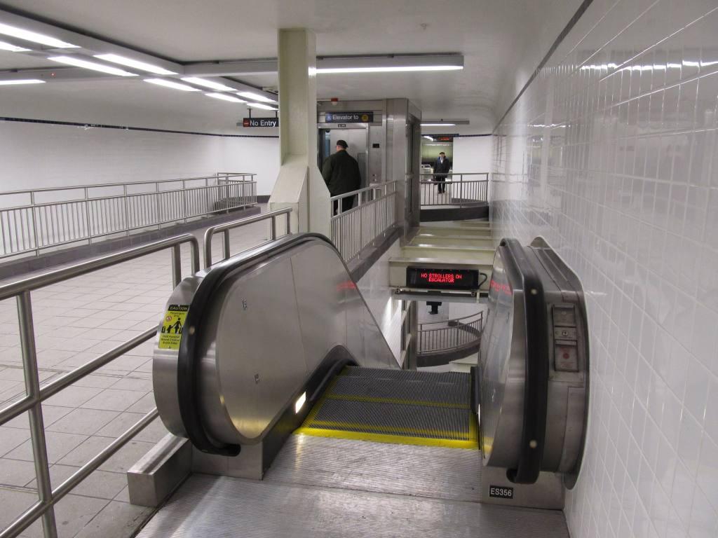 (102k, 1024x768)<br><b>Country:</b> United States<br><b>City:</b> New York<br><b>System:</b> New York City Transit<br><b>Line:</b> BMT Broadway Line<br><b>Location:</b> Jay St./Metrotech (Lawrence St.) <br><b>Photo by:</b> Robbie Rosenfeld<br><b>Date:</b> 12/10/2010<br><b>Notes:</b> New transfer corridor to Jay St IND.<br><b>Viewed (this week/total):</b> 0 / 2092