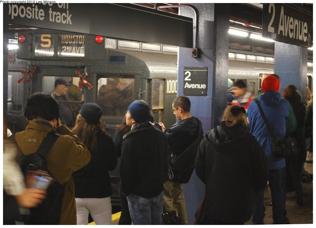 (188k, 1044x753)<br><b>Country:</b> United States<br><b>City:</b> New York<br><b>System:</b> New York City Transit<br><b>Line:</b> IND 6th Avenue Line<br><b>Location:</b> 2nd Avenue <br><b>Route:</b> Museum Train Service<br><b>Car:</b> R-6-3 (American Car & Foundry, 1935)  1000 <br><b>Photo by:</b> Lee Winson<br><b>Date:</b> 12/19/2010<br><b>Viewed (this week/total):</b> 0 / 1172