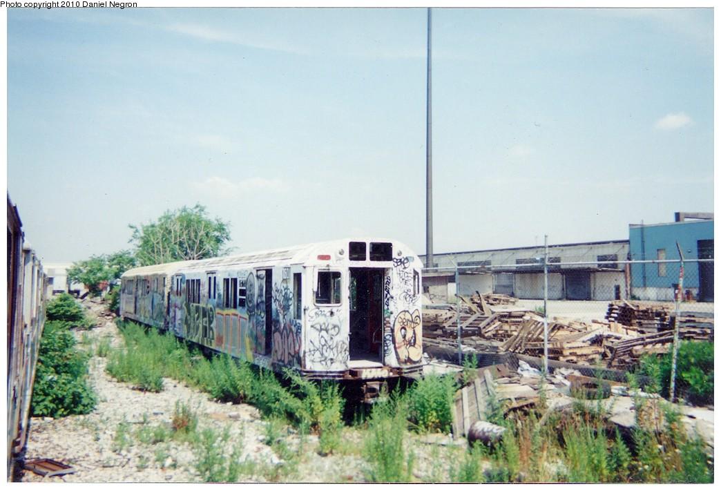 (187k, 1044x711)<br><b>Country:</b> United States<br><b>City:</b> New York<br><b>System:</b> New York City Transit<br><b>Line:</b> South Brooklyn Railway<br><b>Location:</b> SBK Yard (2nd Ave at 38th St.) (SBK)<br><b>Car:</b> R-22 (St. Louis, 1957-58) 7601 <br><b>Photo by:</b> Daniel Negron<br><b>Notes:</b> 1990s<br><b>Viewed (this week/total):</b> 0 / 1612