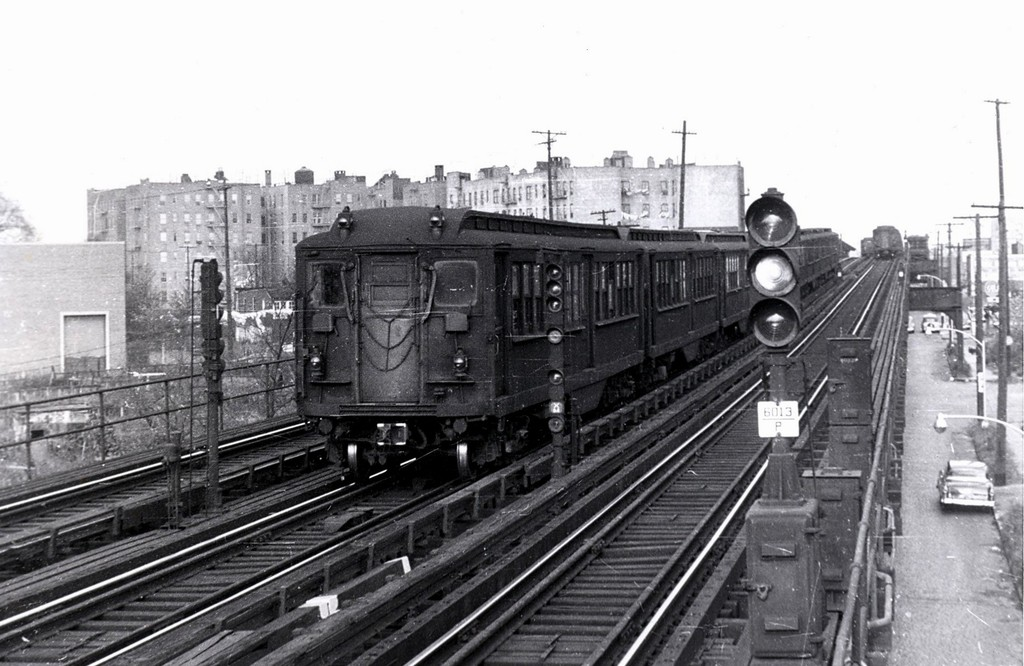 (179k, 1024x666)<br><b>Country:</b> United States<br><b>City:</b> New York<br><b>System:</b> New York City Transit<br><b>Line:</b> IRT Pelham Line<br><b>Location:</b> Middletown Road <br><b>Car:</b> Hi-V  <br><b>Collection of:</b> George Conrad Collection<br><b>Viewed (this week/total):</b> 3 / 3016