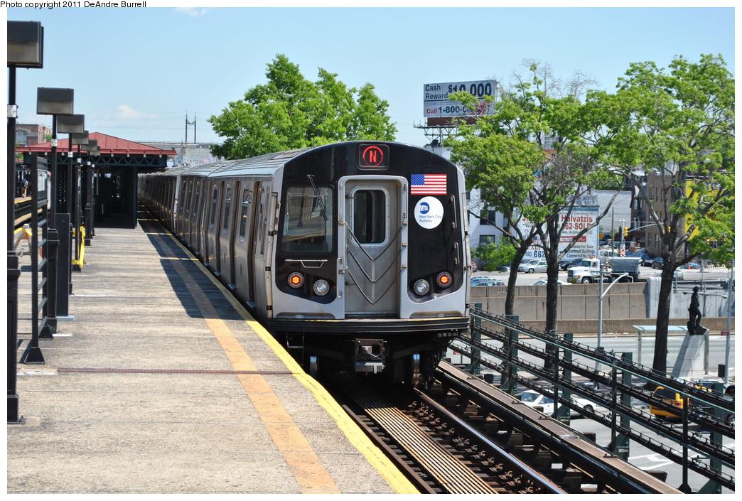 (342k, 1044x705)<br><b>Country:</b> United States<br><b>City:</b> New York<br><b>System:</b> New York City Transit<br><b>Line:</b> BMT Astoria Line<br><b>Location:</b> Astoria Boulevard/Hoyt Avenue <br><b>Route:</b> N<br><b>Car:</b> R-160B (Kawasaki, 2005-2008)  8732 <br><b>Photo by:</b> DeAndre Burrell<br><b>Date:</b> 5/3/2010<br><b>Viewed (this week/total):</b> 0 / 1120