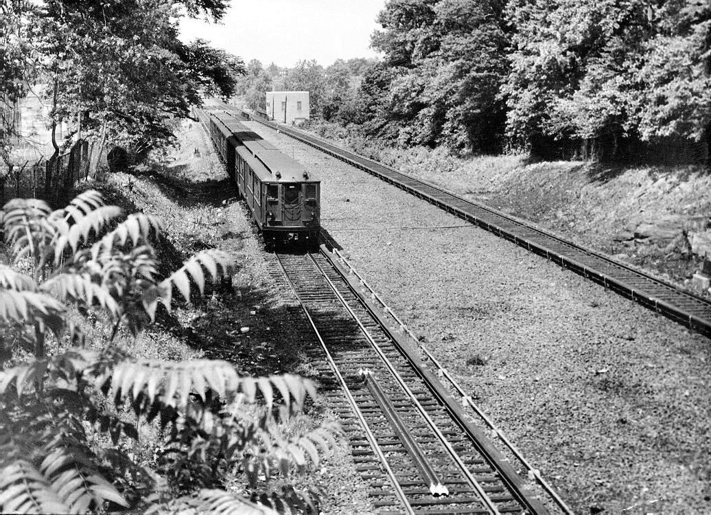 (348k, 1036x750)<br><b>Country:</b> United States<br><b>City:</b> New York<br><b>System:</b> New York City Transit<br><b>Line:</b> IRT Dyre Ave. Line<br><b>Location:</b> Baychester Avenue <br><b>Date:</b> 5/30/1953<br><b>Viewed (this week/total):</b> 0 / 995