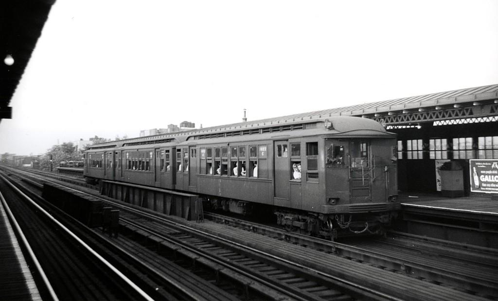 (115k, 1024x620)<br><b>Country:</b> United States<br><b>City:</b> New York<br><b>System:</b> New York City Transit<br><b>Line:</b> BMT Astoria Line<br><b>Location:</b> 36th/Washington Aves. <br><b>Route:</b> Fan Trip<br><b>Car:</b> BMT Q 1622 <br><b>Date:</b> 7/21/1949<br><b>Viewed (this week/total):</b> 0 / 1432