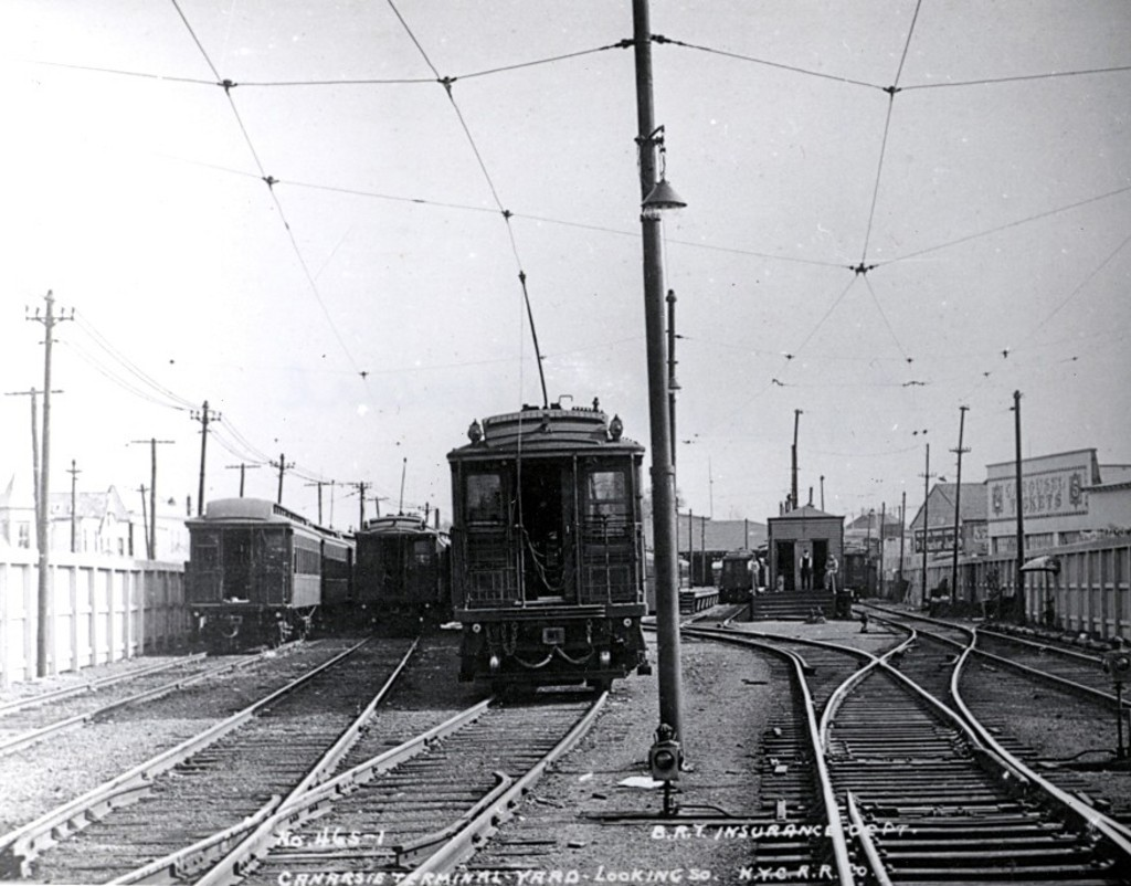 (177k, 1024x802)<br><b>Country:</b> United States<br><b>City:</b> New York<br><b>System:</b> New York City Transit<br><b>Location:</b> Rockaway Parkway (Canarsie) Yard<br><b>Car:</b> BMT Elevated Gate Car  <br><b>Date:</b> 10/19/1915<br><b>Viewed (this week/total):</b> 1 / 1750