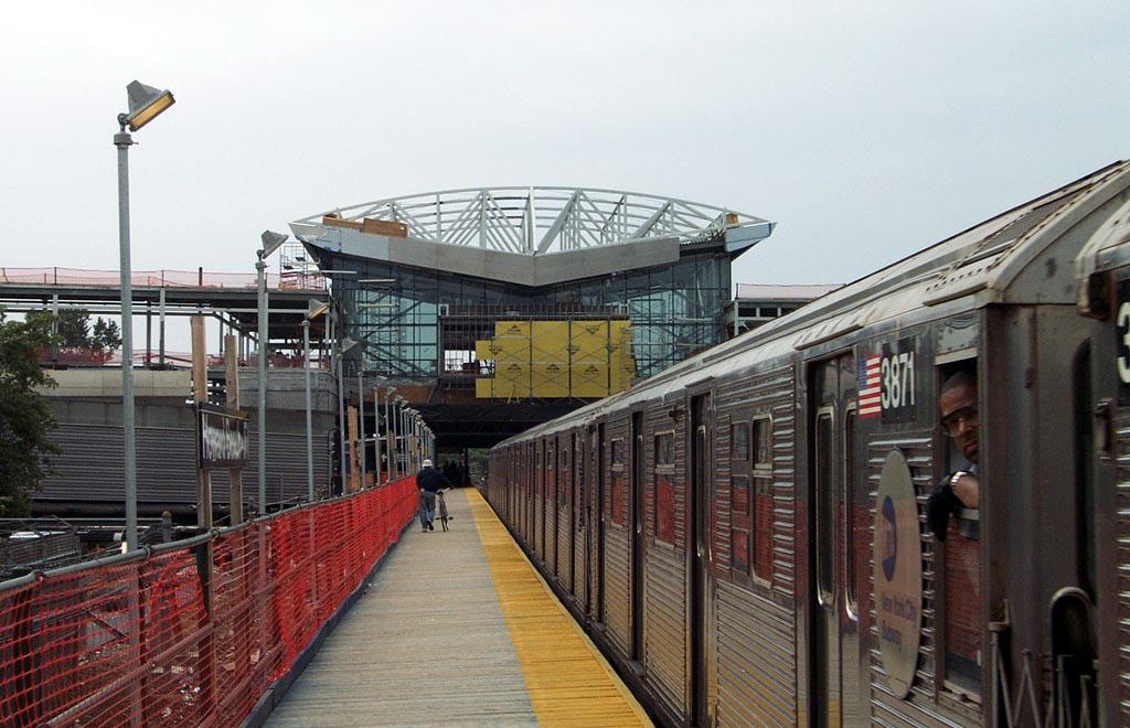 (143k, 1024x660)<br><b>Country:</b> United States<br><b>City:</b> New York<br><b>System:</b> New York City Transit<br><b>Line:</b> IND Rockaway<br><b>Location:</b> Howard Beach <br><b>Route:</b> A<br><b>Car:</b> R-32 (Budd, 1964)  3871 <br><b>Photo by:</b> Michael Pompili<br><b>Date:</b> 8/24/2002<br><b>Viewed (this week/total):</b> 0 / 1260