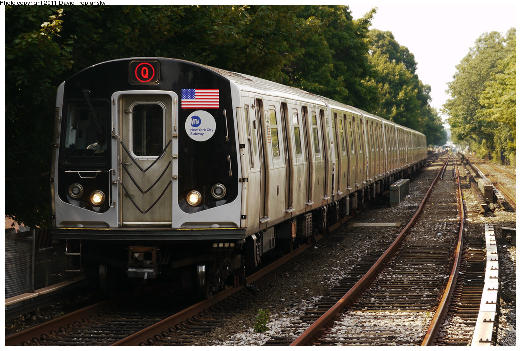 (299k, 1044x703)<br><b>Country:</b> United States<br><b>City:</b> New York<br><b>System:</b> New York City Transit<br><b>Line:</b> BMT Brighton Line<br><b>Location:</b> Kings Highway <br><b>Route:</b> Q<br><b>Car:</b> R-160B (Kawasaki, 2005-2008)  8732 <br><b>Photo by:</b> David Tropiansky<br><b>Date:</b> 7/17/2010<br><b>Viewed (this week/total):</b> 4 / 1017