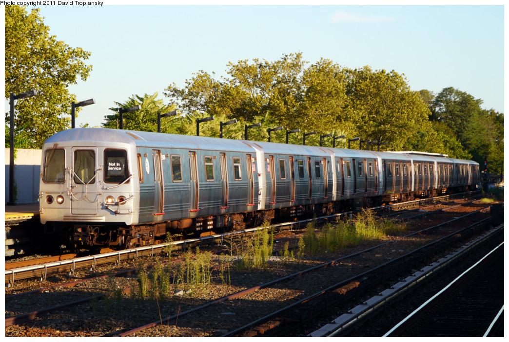 (333k, 1044x703)<br><b>Country:</b> United States<br><b>City:</b> New York<br><b>System:</b> New York City Transit<br><b>Line:</b> IND Rockaway<br><b>Location:</b> Aqueduct/North Conduit Avenue <br><b>Route:</b> Not in service<br><b>Car:</b> R-46 (Pullman-Standard, 1974-75) 5904 <br><b>Photo by:</b> David Tropiansky<br><b>Date:</b> 8/27/2010<br><b>Viewed (this week/total):</b> 1 / 979