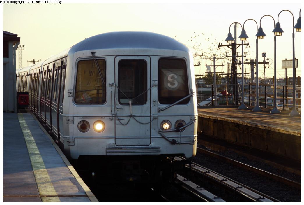 (203k, 1044x703)<br><b>Country:</b> United States<br><b>City:</b> New York<br><b>System:</b> New York City Transit<br><b>Line:</b> IND Rockaway<br><b>Location:</b> Beach 105th Street/Seaside <br><b>Route:</b> S<br><b>Car:</b> R-46 (Pullman-Standard, 1974-75)  <br><b>Photo by:</b> David Tropiansky<br><b>Date:</b> 8/27/2010<br><b>Viewed (this week/total):</b> 2 / 1063