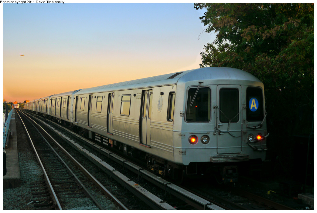 (220k, 1044x703)<br><b>Country:</b> United States<br><b>City:</b> New York<br><b>System:</b> New York City Transit<br><b>Line:</b> IND Rockaway<br><b>Location:</b> Broad Channel <br><b>Route:</b> A<br><b>Car:</b> R-46 (Pullman-Standard, 1974-75) 5868 <br><b>Photo by:</b> David Tropiansky<br><b>Date:</b> 8/27/2010<br><b>Viewed (this week/total):</b> 0 / 904