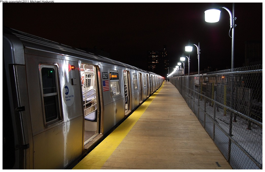 (213k, 1044x680)<br><b>Country:</b> United States<br><b>City:</b> New York<br><b>System:</b> New York City Transit<br><b>Line:</b> IND Crosstown Line<br><b>Location:</b> 4th Avenue <br><b>Route:</b> F<br><b>Car:</b> R-160A (Option 2) (Alstom, 2009, 5-car sets)  9627 <br><b>Photo by:</b> Michael Hodurski<br><b>Date:</b> 1/17/2011<br><b>Notes:</b> Temporary platform.<br><b>Viewed (this week/total):</b> 0 / 971
