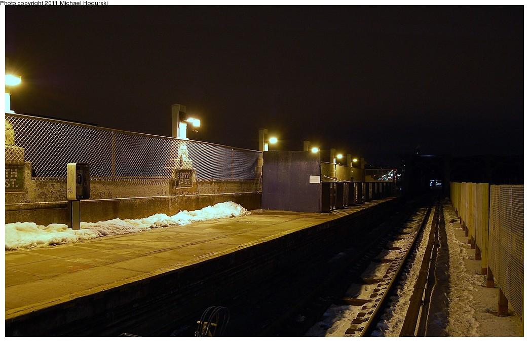 (221k, 1044x675)<br><b>Country:</b> United States<br><b>City:</b> New York<br><b>System:</b> New York City Transit<br><b>Line:</b> IND Crosstown Line<br><b>Location:</b> Smith/9th Street <br><b>Photo by:</b> Michael Hodurski<br><b>Date:</b> 1/17/2011<br><b>Notes:</b> Local track and platform.<br><b>Viewed (this week/total):</b> 0 / 1019
