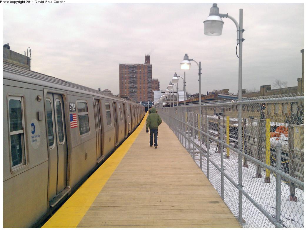 (277k, 1044x788)<br><b>Country:</b> United States<br><b>City:</b> New York<br><b>System:</b> New York City Transit<br><b>Line:</b> IND Crosstown Line<br><b>Location:</b> 4th Avenue <br><b>Route:</b> F<br><b>Car:</b> R-160B (Option 1) (Kawasaki, 2008-2009)  9158 <br><b>Photo by:</b> David-Paul Gerber<br><b>Date:</b> 1/17/2011<br><b>Notes:</b> Temporary platform.<br><b>Viewed (this week/total):</b> 0 / 1256