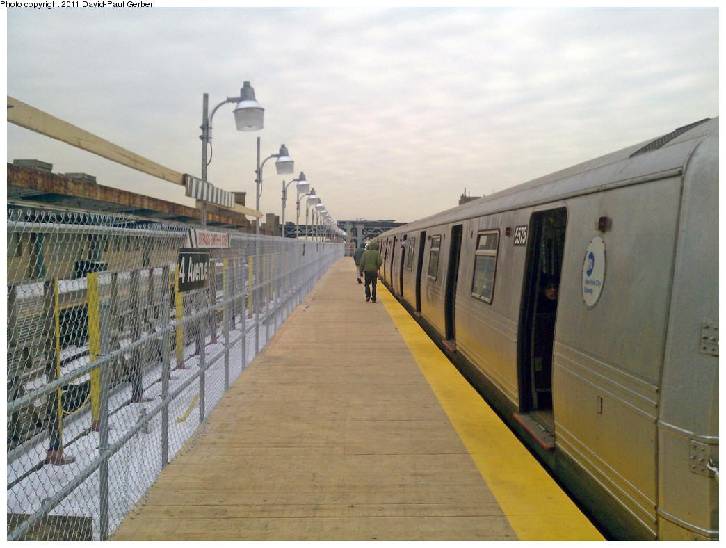 (272k, 1044x788)<br><b>Country:</b> United States<br><b>City:</b> New York<br><b>System:</b> New York City Transit<br><b>Line:</b> IND Crosstown Line<br><b>Location:</b> 4th Avenue <br><b>Route:</b> G<br><b>Car:</b> R-46 (Pullman-Standard, 1974-75) 5575 <br><b>Photo by:</b> David-Paul Gerber<br><b>Date:</b> 1/17/2011<br><b>Notes:</b> View of temporary platform.<br><b>Viewed (this week/total):</b> 0 / 818