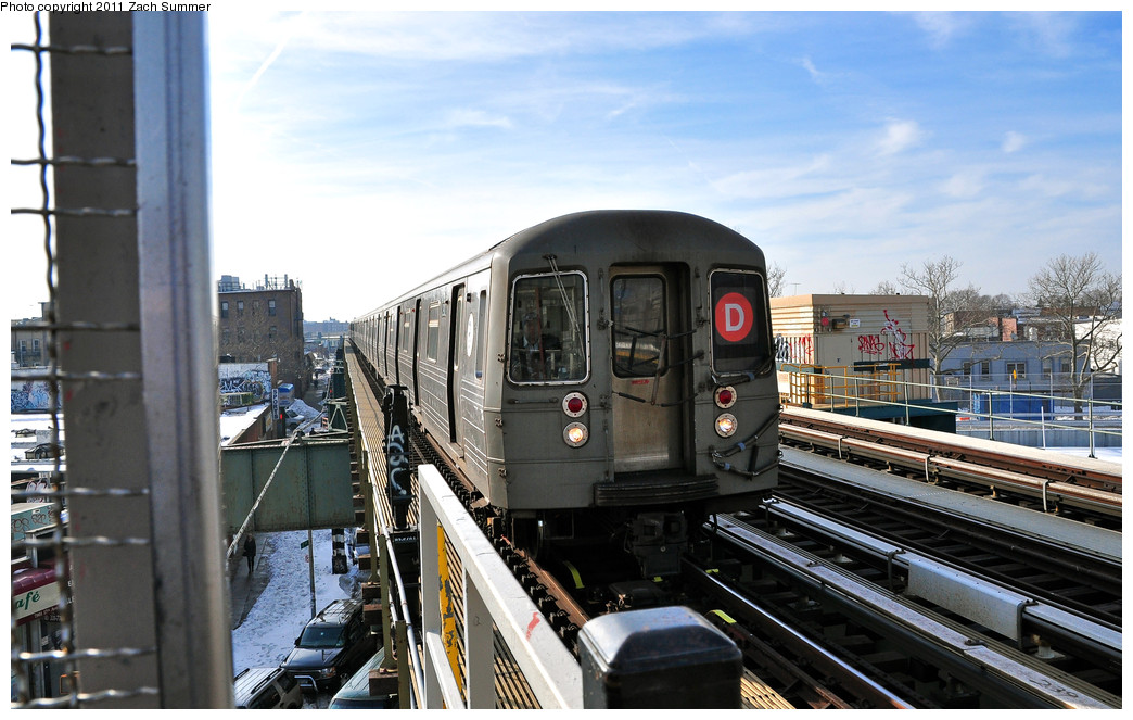 (247k, 1044x663)<br><b>Country:</b> United States<br><b>City:</b> New York<br><b>System:</b> New York City Transit<br><b>Line:</b> BMT West End Line<br><b>Location:</b> 79th Street <br><b>Route:</b> D<br><b>Car:</b> R-68 (Westinghouse-Amrail, 1986-1988)  2912 <br><b>Photo by:</b> Zach Summer<br><b>Date:</b> 12/31/2010<br><b>Viewed (this week/total):</b> 0 / 1252