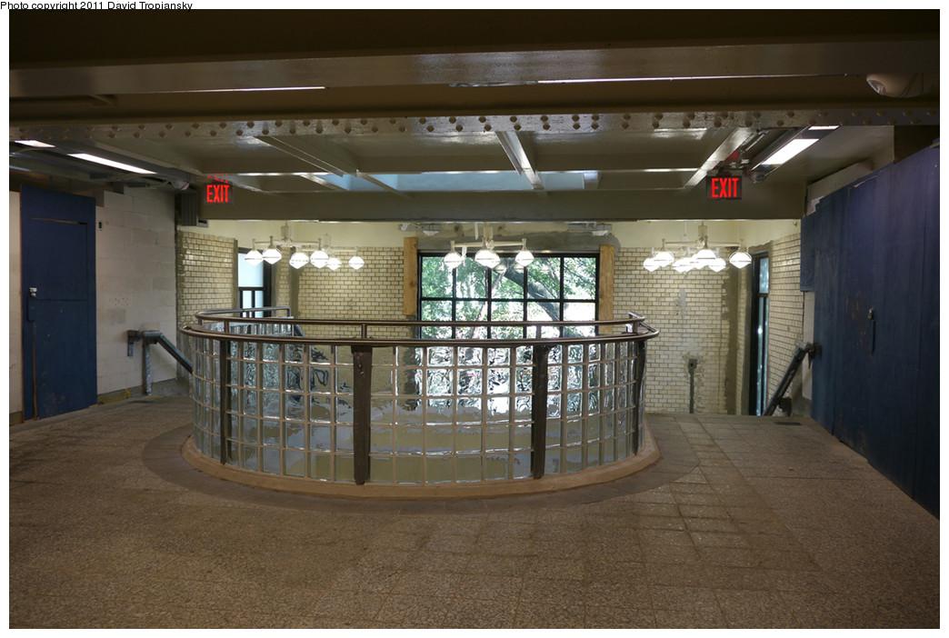 (239k, 1044x702)<br><b>Country:</b> United States<br><b>City:</b> New York<br><b>System:</b> New York City Transit<br><b>Line:</b> IRT Pelham Line<br><b>Location:</b> East 177th Street/Parkchester <br><b>Photo by:</b> David Tropiansky<br><b>Date:</b> 7/29/2010<br><b>Notes:</b> Mezzanine/concourse level<br><b>Viewed (this week/total):</b> 1 / 1470