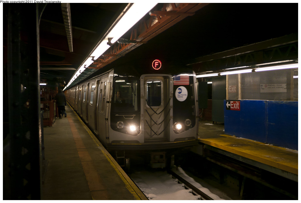 (177k, 1044x702)<br><b>Country:</b> United States<br><b>City:</b> New York<br><b>System:</b> New York City Transit<br><b>Line:</b> BMT West End Line<br><b>Location:</b> Bay Parkway <br><b>Route:</b> F reroute<br><b>Car:</b> R-160A/R-160B Series (Number Unknown)  <br><b>Photo by:</b> David Tropiansky<br><b>Date:</b> 1/21/2011<br><b>Viewed (this week/total):</b> 0 / 1547