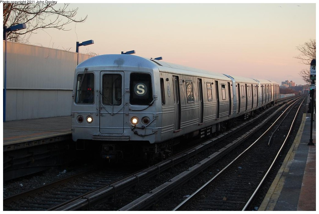 (195k, 1044x699)<br><b>Country:</b> United States<br><b>City:</b> New York<br><b>System:</b> New York City Transit<br><b>Line:</b> IND Rockaway<br><b>Location:</b> Broad Channel <br><b>Route:</b> S<br><b>Car:</b> R-46 (Pullman-Standard, 1974-75) 5938 <br><b>Photo by:</b> John Dooley<br><b>Date:</b> 12/17/2010<br><b>Viewed (this week/total):</b> 0 / 975