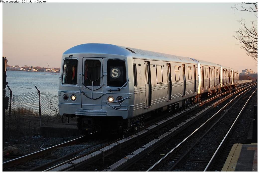 (205k, 1044x699)<br><b>Country:</b> United States<br><b>City:</b> New York<br><b>System:</b> New York City Transit<br><b>Line:</b> IND Rockaway<br><b>Location:</b> Aqueduct/North Conduit Avenue <br><b>Route:</b> S<br><b>Car:</b> R-46 (Pullman-Standard, 1974-75) 6094 <br><b>Photo by:</b> John Dooley<br><b>Date:</b> 12/17/2010<br><b>Viewed (this week/total):</b> 3 / 1046