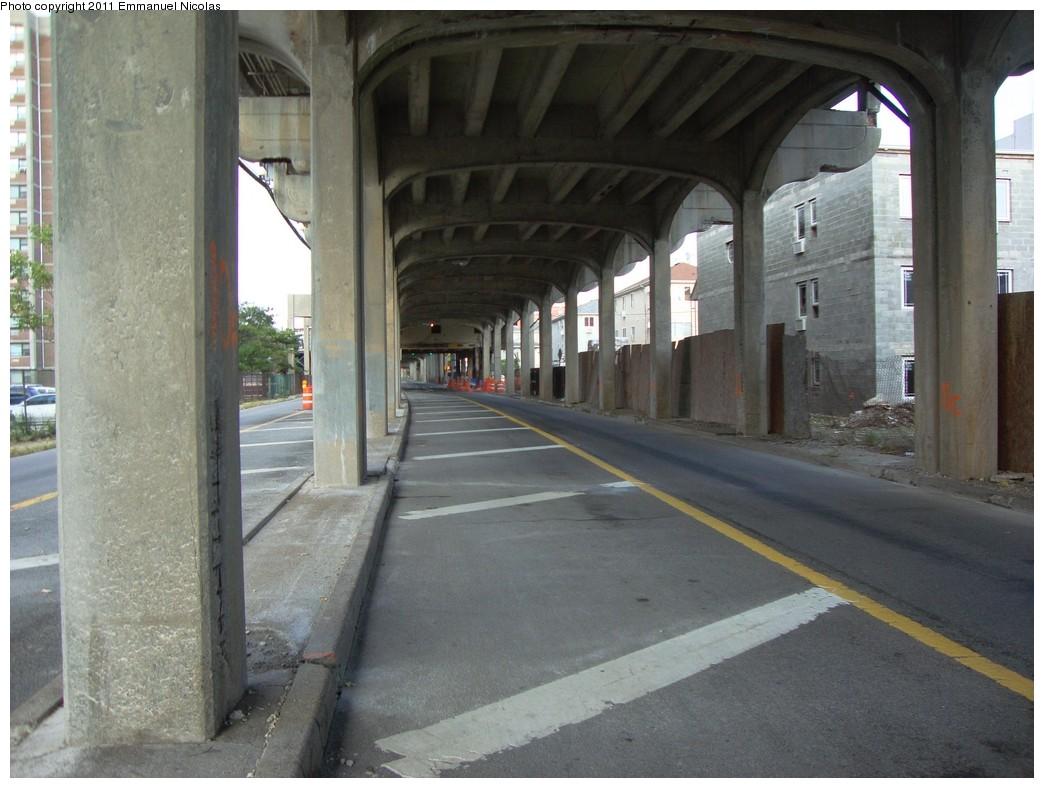 (202k, 1044x788)<br><b>Country:</b> United States<br><b>City:</b> New York<br><b>System:</b> New York City Transit<br><b>Line:</b> IND Rockaway<br><b>Location:</b> Beach 98th Street/Playland <br><b>Photo by:</b> Emmanuel Nicolas<br><b>Date:</b> 9/19/2010<br><b>Notes:</b> Under the structure at Beach 98th.<br><b>Viewed (this week/total):</b> 0 / 1309