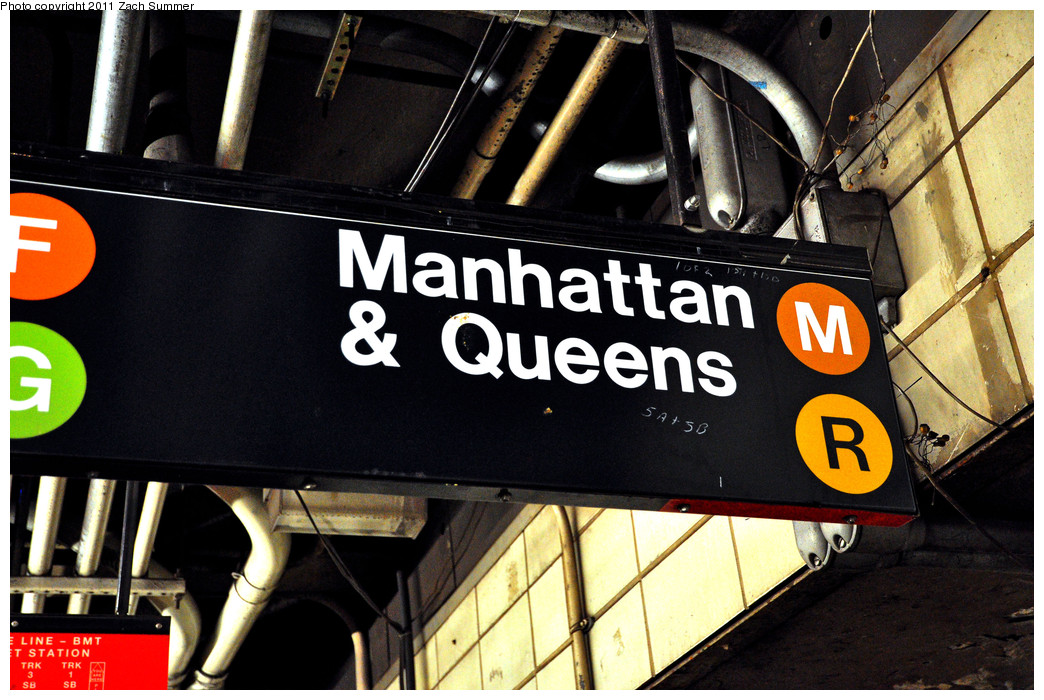 (281k, 1044x700)<br><b>Country:</b> United States<br><b>City:</b> New York<br><b>System:</b> New York City Transit<br><b>Line:</b> BMT 4th Avenue<br><b>Location:</b> 9th Street <br><b>Photo by:</b> Zach Summer<br><b>Date:</b> 1/2/2011<br><b>Notes:</b> Transfer Sign still displaying Nassau St (M) service.<br><b>Viewed (this week/total):</b> 6 / 1554