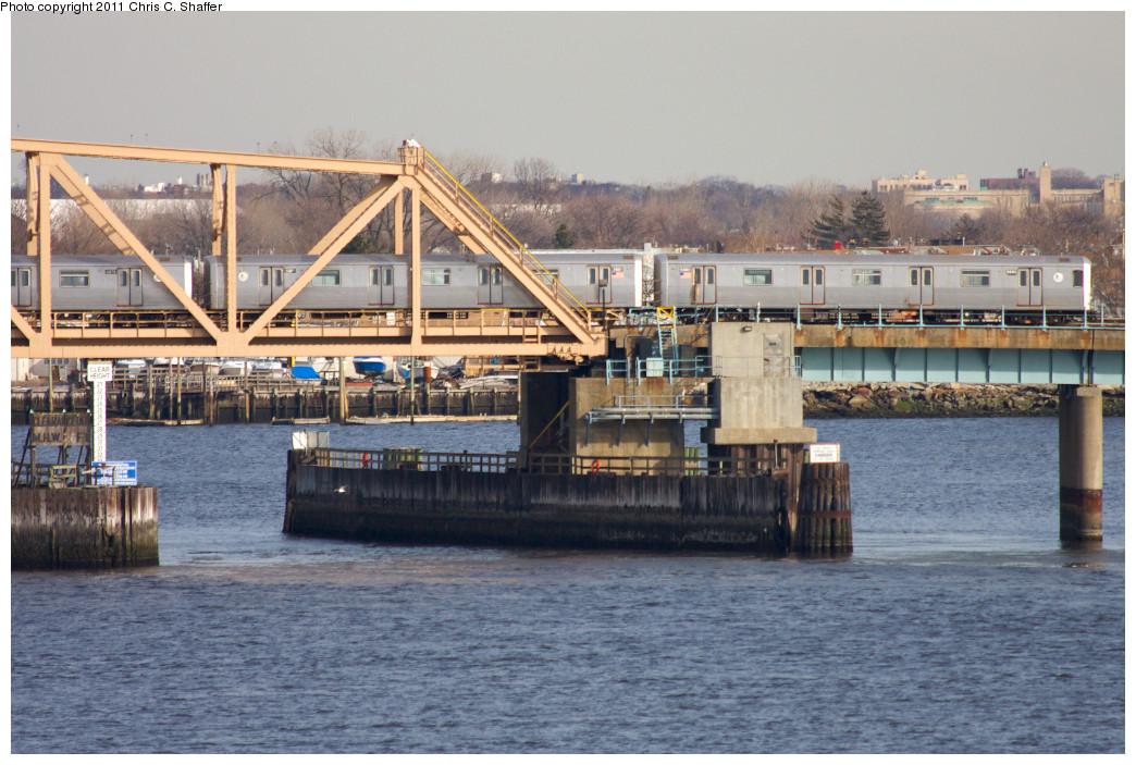 (251k, 1044x703)<br><b>Country:</b> United States<br><b>City:</b> New York<br><b>System:</b> New York City Transit<br><b>Line:</b> IND Rockaway<br><b>Location:</b> South Channel Bridge <br><b>Route:</b> A<br><b>Car:</b> R-46 (Pullman-Standard, 1974-75) 5880-5881 <br><b>Photo by:</b> Chris C. Shaffer<br><b>Date:</b> 1/20/2011<br><b>Viewed (this week/total):</b> 0 / 869
