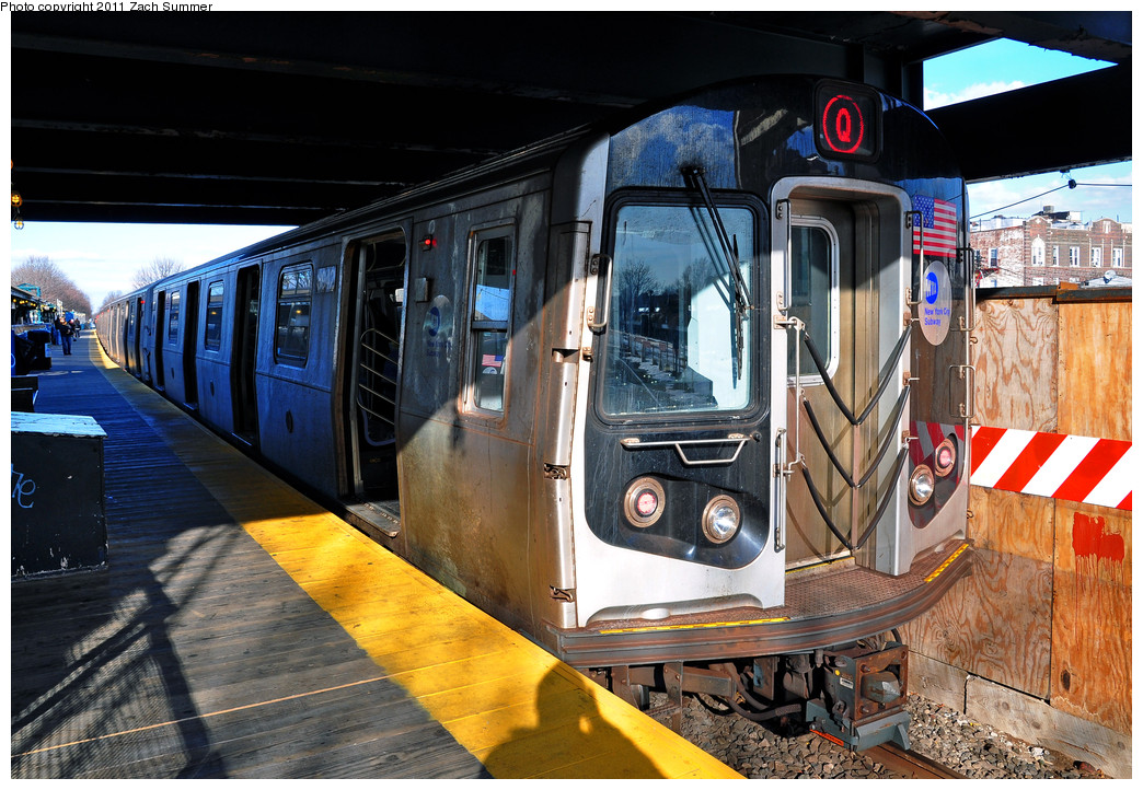 (314k, 1044x722)<br><b>Country:</b> United States<br><b>City:</b> New York<br><b>System:</b> New York City Transit<br><b>Line:</b> BMT Brighton Line<br><b>Location:</b> Kings Highway <br><b>Route:</b> Q<br><b>Car:</b> R-160B (Kawasaki, 2005-2008)  8942 <br><b>Photo by:</b> Zach Summer<br><b>Date:</b> 1/5/2011<br><b>Viewed (this week/total):</b> 0 / 1098