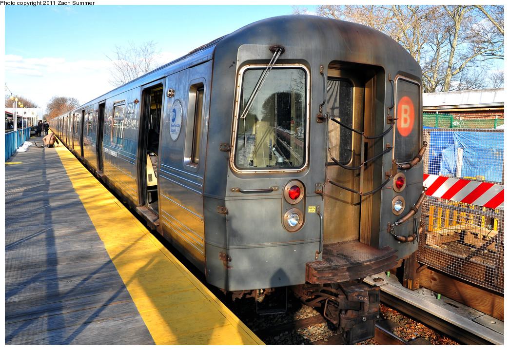 (364k, 1044x718)<br><b>Country:</b> United States<br><b>City:</b> New York<br><b>System:</b> New York City Transit<br><b>Line:</b> BMT Brighton Line<br><b>Location:</b> Avenue J <br><b>Route:</b> B<br><b>Car:</b> R-68A (Kawasaki, 1988-1989)  5012 <br><b>Photo by:</b> Zach Summer<br><b>Date:</b> 1/5/2011<br><b>Viewed (this week/total):</b> 0 / 1197